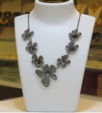Metalic Stoned Flower Necklace